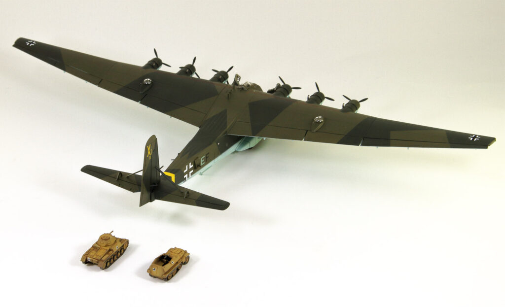 SN23SP 1/144 ドイツ空軍 輸送機 Me323E-2 ギガント Sd.Kfz.251兵員輸送車&軍用トラック付き